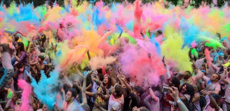 فستیوال رنگ در هند یا جشن هولی (Holi) - هند
